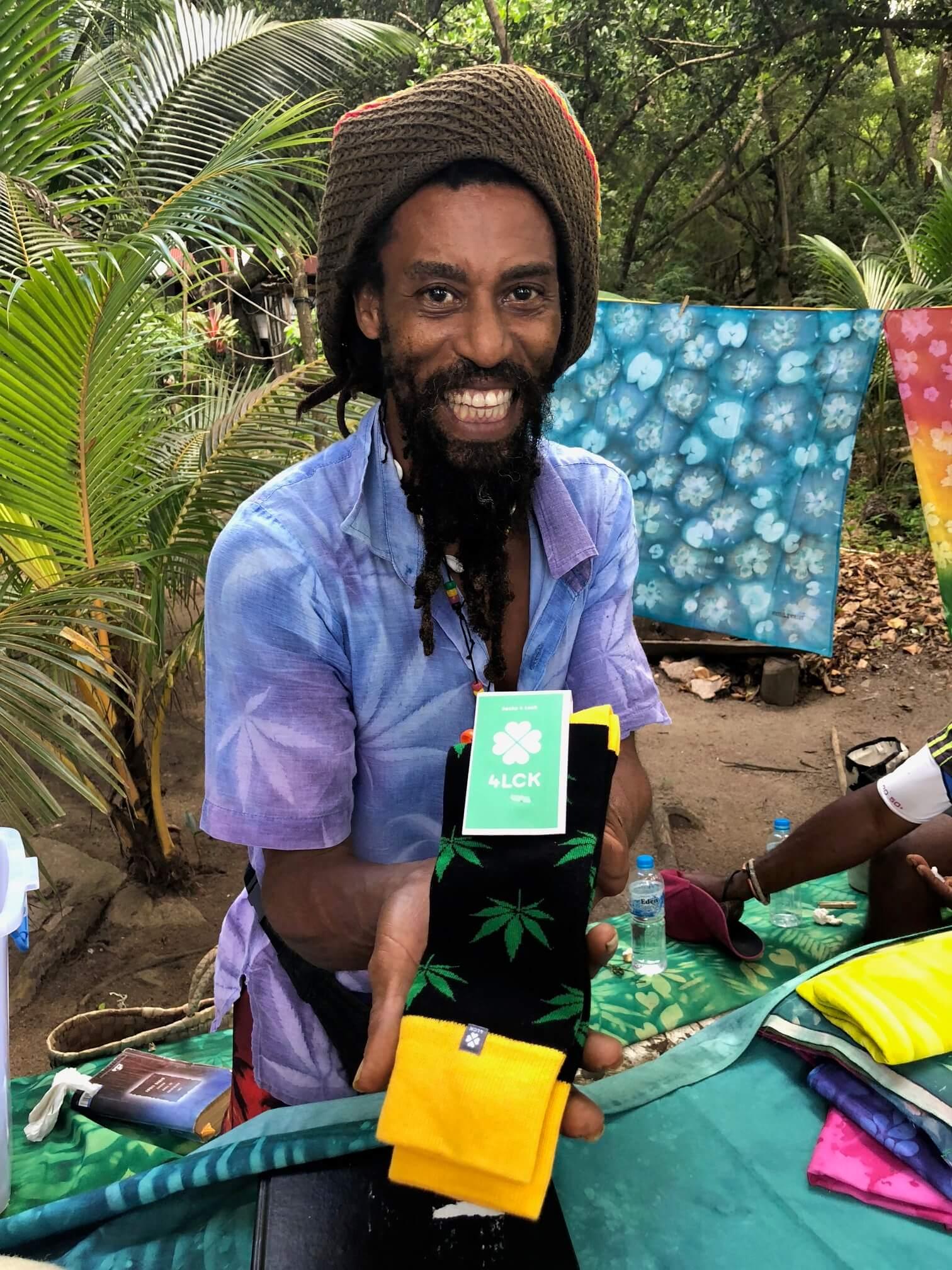 skarpetki w liście marihuany